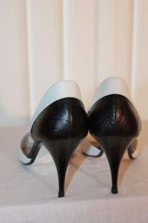 CHANEL Women Black & White COLOR BLOCK High Heel PUMPS Barbell Point