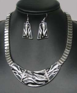 FASHION STYLE SILVER PLATED ENAMEL CRYSTAL NECKLACE EARRING SET