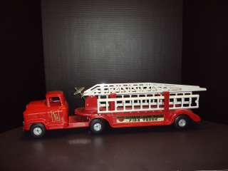 1960S BUDDY L GMC PRESSED STEEL AERIAL LADDER FIRE TRUCK #550