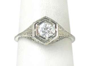 DAZZLING VINTAGE 18K WHITE GOLD & DIAMOND ORNATE RING