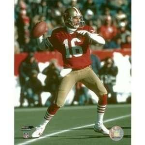Joe Montana San Francisco 49ers Red Jersey Passing 8x10